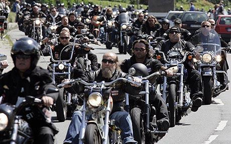 Hells-Angels-Block-Westboro-Church-from-Protesting-Newtown-Funerals