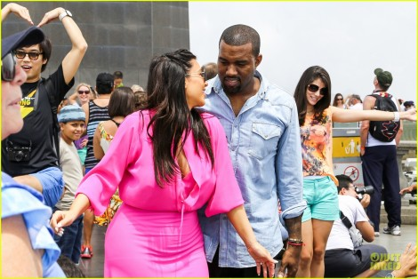 pregnant-kim-kardashian-kanye-west-rio-sightseeing-couple-04