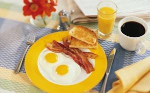 eggs_coffee_juice_bacon_fried_eggs_breakfast_44361_1680x1050